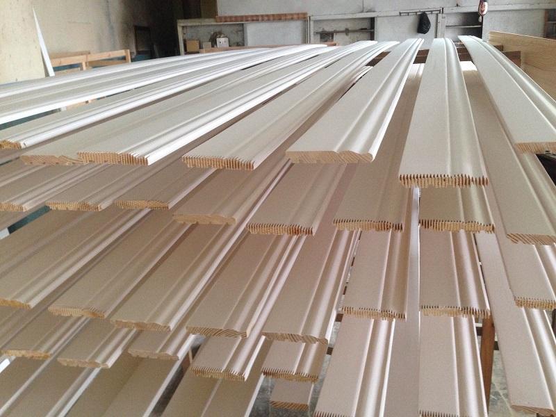№8891 Высокие белые деревянные плинтуса. Сумы