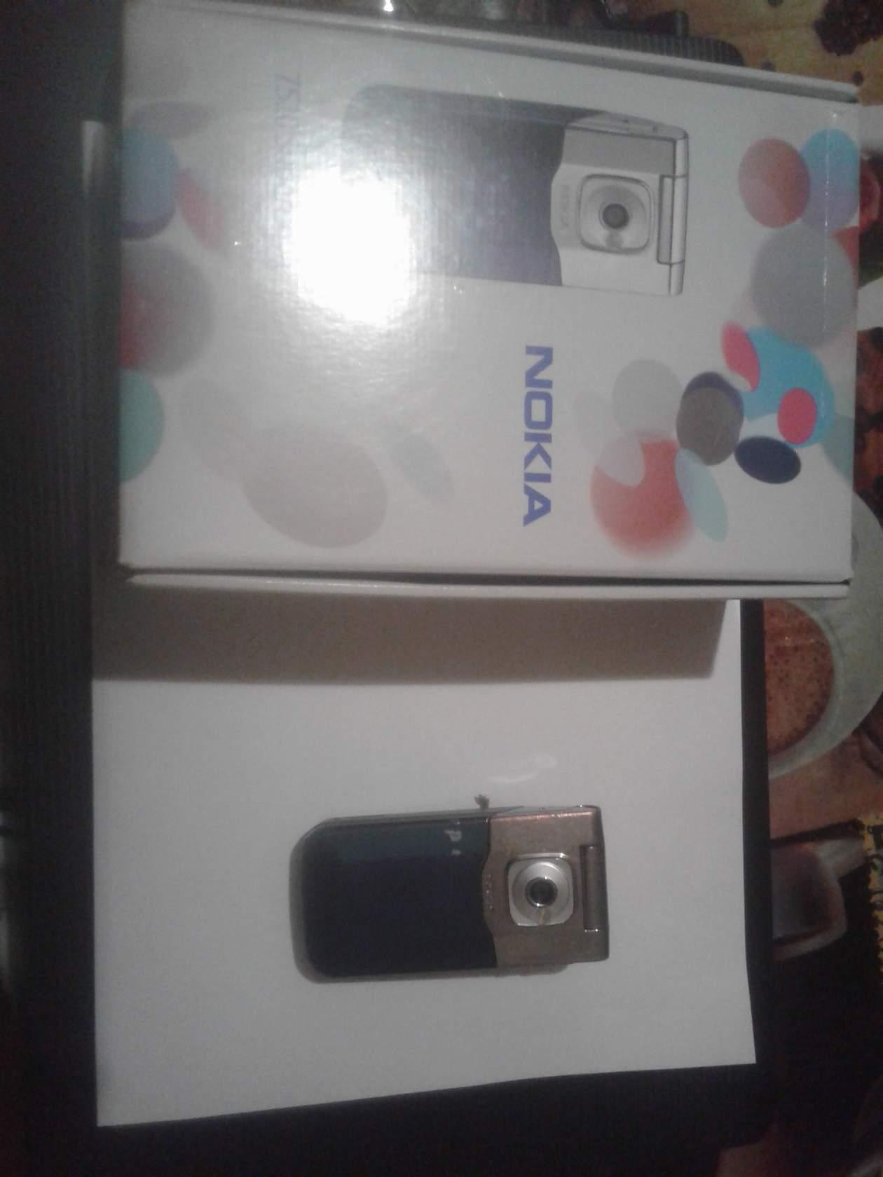 №18306 Телефон Nokia7510 Supernova