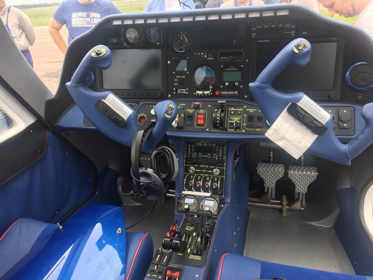 №24968 продаем двухмоторный четырехместный самолет V-24-I
